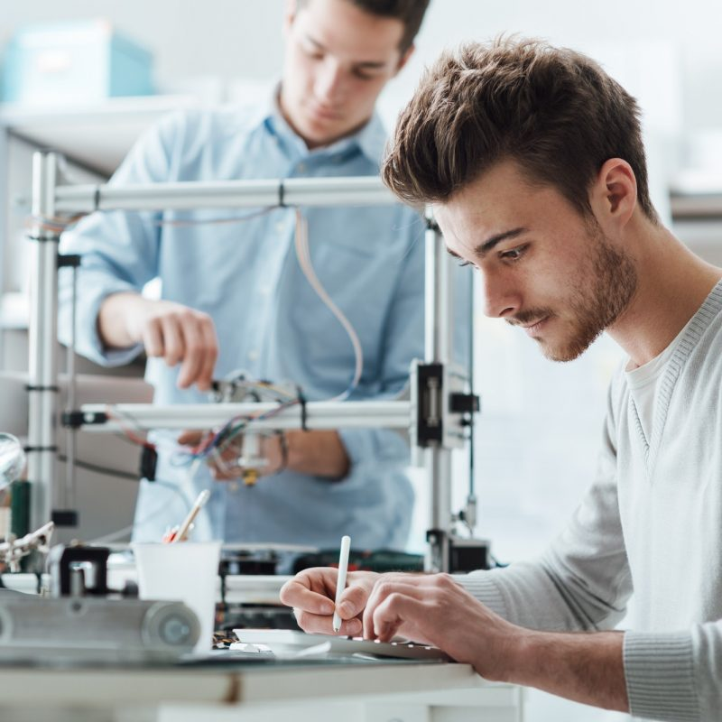 engineering-students-working-in-the-lab.jpg