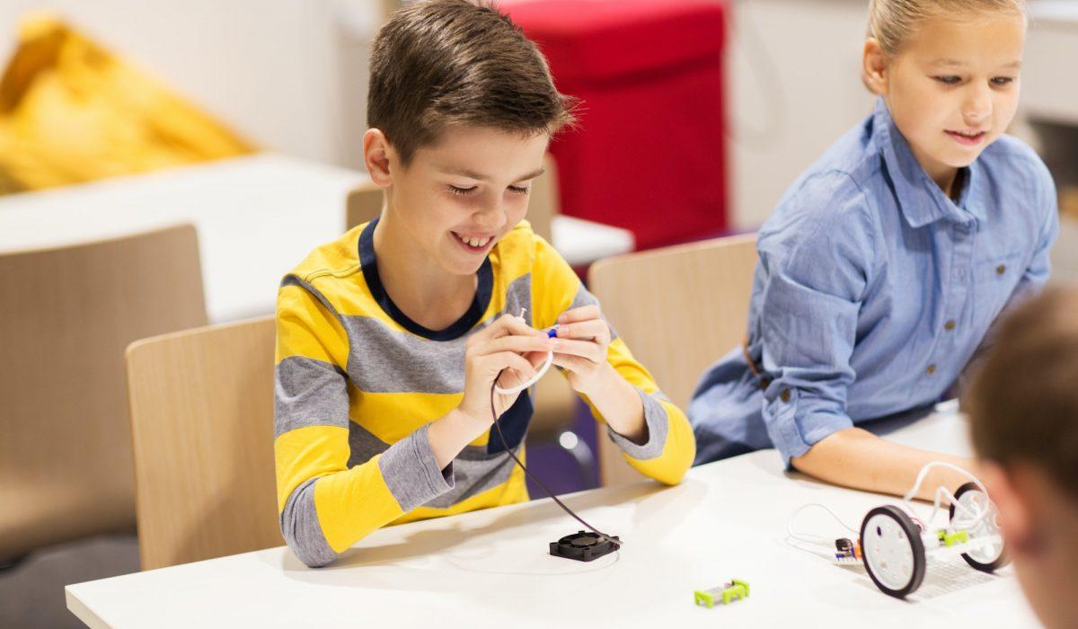 happy-children-building-robots-at-robotics-school.jpg